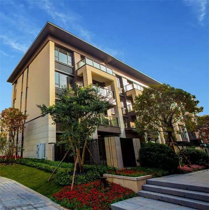 最新消息:龙光城龙公馆4层一梯两户板式小洋房低首付30万利率5厘0月供优惠